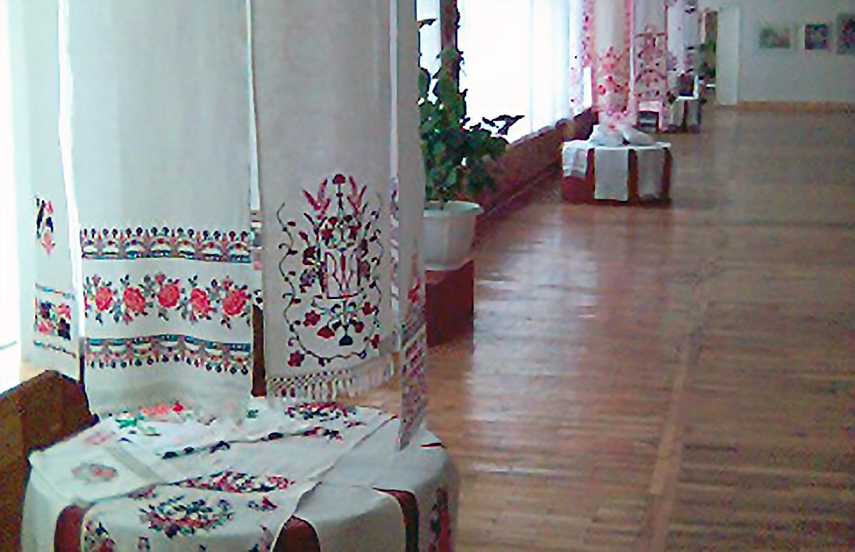Museum med utställning av ukrainska broderier.