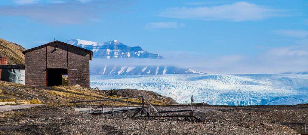 Дом перед ледником