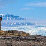 Hus framför glaciär