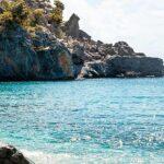stenar och klippor vid havet
