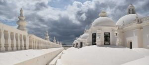 vitt tak och kupoler