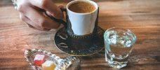 kaffe, vatten och sötsaker