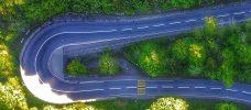 serpentinväg sedd uppifrån