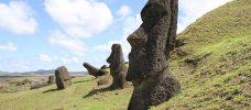 Stenstatyer på Påskön